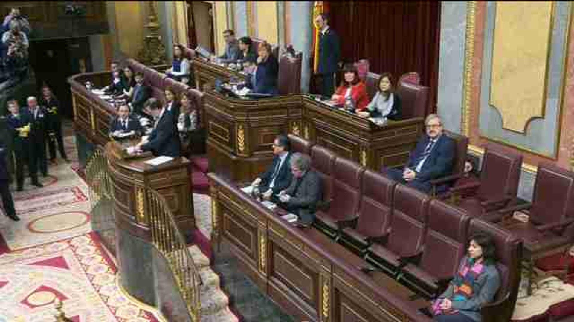 Rajoy acusa a Sánchez de montar un