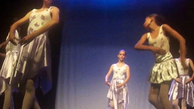 apresentação da gabrielly no teatro em são sebastião sp