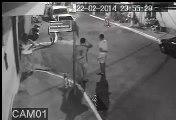 Marido Ciumento quebra carro da mulher na rua França, em Cabo Frio.