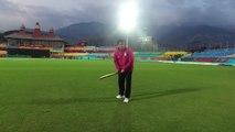 Aleem Dar (Umpire) - Showing great techniques of batting