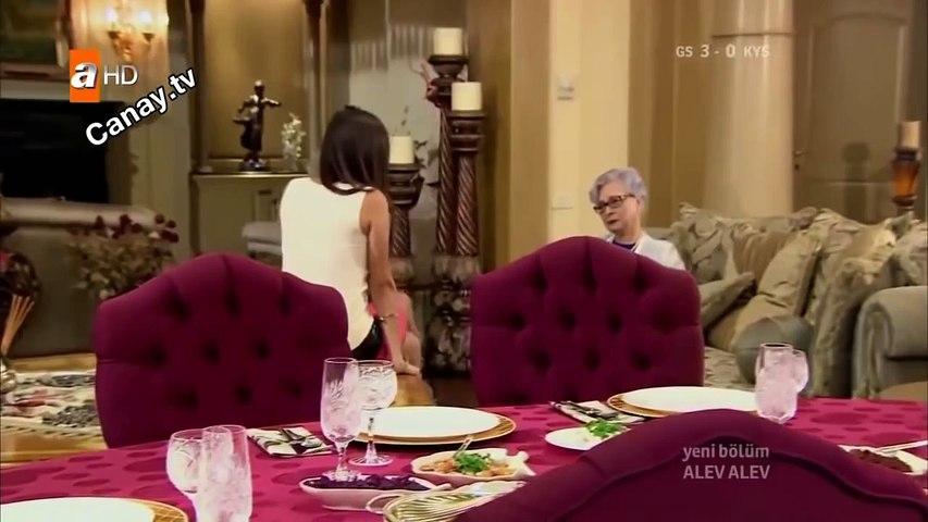 ▶▶▶ Hande Soral Bacak Show - Alev Alev dizisinde Alev Alev Sevişme