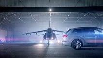 L'Audi SQ7 TDI défie un avion de chasse