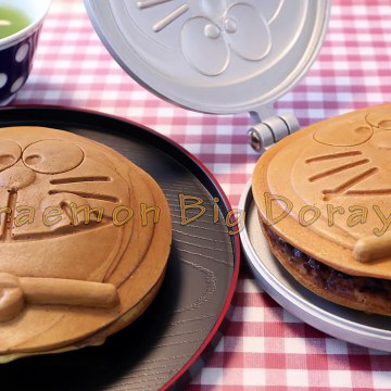 Doraemon Big Dorayaki Cake ドラえもんのビッグどら焼き