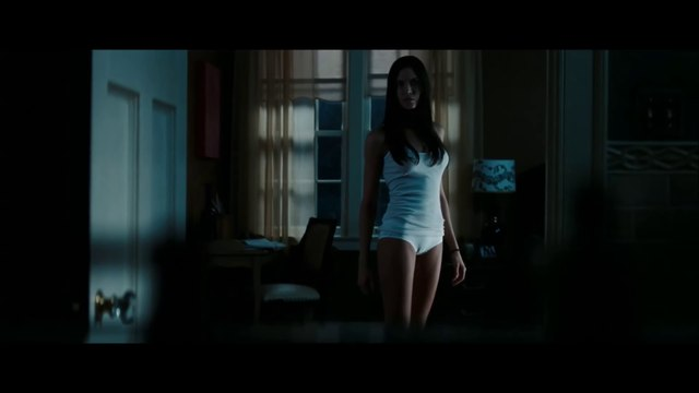 Odette Annable - Under Skirt ( The Unborn )