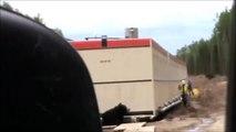 Déguisé en Ours il piège son collègue sur un chantier. Blague énorme