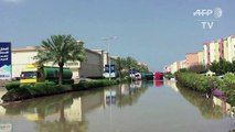 Intempéries rares aux Emirats: des voitures submergées à Dubai
