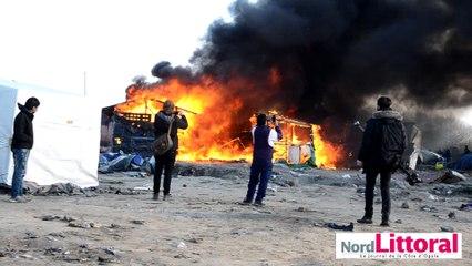 Un incendie a ravagé des abris dans la Jungle de Calais le 10 mars 2016