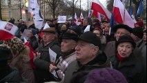 Pologne : des manifestants à Varsovie contre le gouvernement
