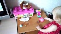 Как Алиса играет куклой Беби Борн, поит водичкой, меняет памперс Беби Борн
