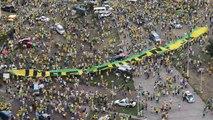 """Vídeo mostra """"bandeirão"""" que pedia impeachment na manifestação em Vitória"""