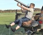 Comment enlever ses chaussettes avec un lance-roquettes ?