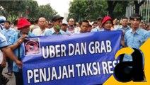Ratusan Sopir Taksi Unjuk Rasa Depan Balai Kota Dikawal Aparat