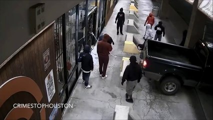 Houston Gun Store Heist   Thieves Steal 50+ Weapons [CAUGHT ON TAPE]