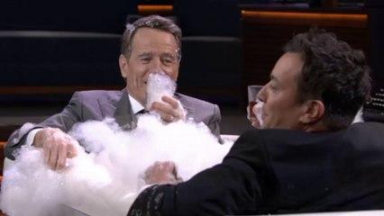 Quand Bryan Cranston se fait interviewé dans une baignoire par Jimmy Fallon et  - The Tonight Show du 22/02 sur MCM !