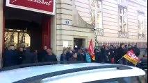 Salariés de Baccarat en grève devant le siège à Paris-Pierre MATHIS-ER