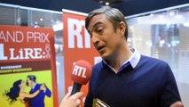 Olivier Bourdeaut reçoit le trophée du Grand Prix RTL-Lire au Salon Livre Paris, le 16 mars 2016