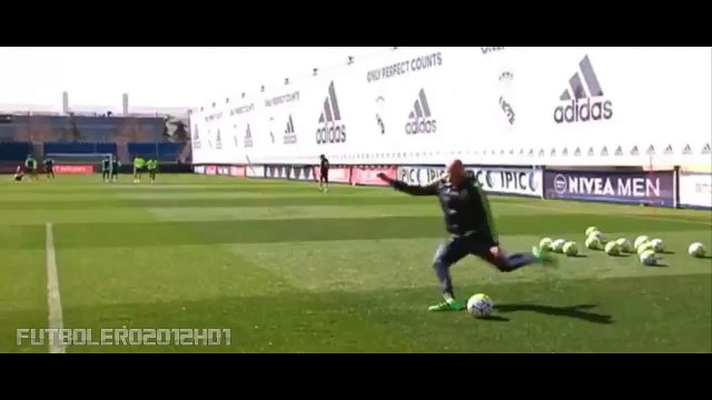 Zinedine Zidane incredible assists to Real Madrid players during training