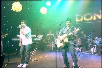 Don & Juan cantam sucessos e plateia se anima