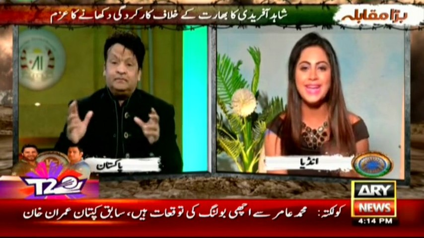 Watch what Umar Sharif did with Arshi Khan in Live show