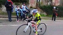 Course de cyclisme à St Cyr en Arthie ce 20/03/06 les 2 derniers tours des benjamins et l'arrivée de notre ami jean michel
