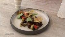 Pigeonneau, pommes de terre au foin, cèpes, chips gaufrette et capucines par Martin Volkaerts