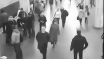 Attentats à Bruxelles: Attentat à Maelbeek - les  images des caméras de surveillance au MOMENT de L'explosion