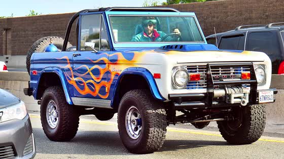 Jared Leto dans sa Ford Bronco personnalisée