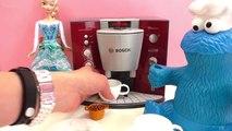Prendre un café avec des invités particuliers | Kathi sert un expresso avec la machine à c