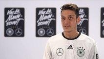 Amical - Özil ravi de retrouver ses amis anglais