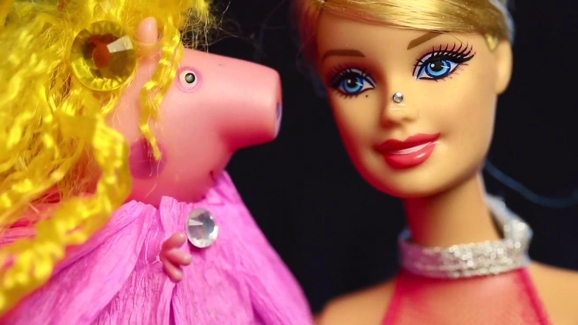 Свинка Пеппа. Мультик с игрушками. Модный показ у Барби. Видео с куклами. Peppa Pig. Fashion.
