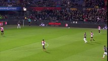 Le stade de Feyenoord applaudit Cruyff à la 14ème minute