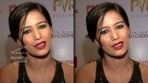 SEXY Poonam Pandey STRIPS For M S Dhoni & Virat Kohli