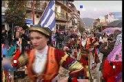 Μόνο οι σημαιοφόροι παρέλασαν στο Καρπενήσι, λόγω βροχής