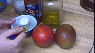 How to Get Rid Of Blackheads and Clogged Pores with Homemade Honey Sugar Face Scrub