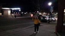 Quand tu croises une mamie qui fait la majorette en pleine nuit dans la rue... Classe!!