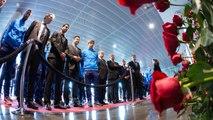 Els jugadors i tècnics dels equips professionals del FC Barcelona visiten el Memorial Johan Cruyff
