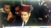 maroccains attendant  roi mohamed 6 a amsterdam- مغاربة ينتظرون محمد السادس أمام إقامته في أمستردام