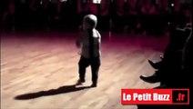 Il danse comme un pro mais pourtant il n'a que 2 ans!