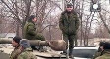 شبح الحرب الشاملة يخيم على الهدوء النسبي في شرق أوكرانيا بعد الاستمرار بسحب الأسلحة الثقيلة