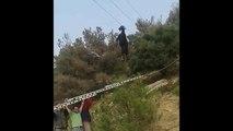 Ils secourent une chèvre suspendue à un cable haute tension !