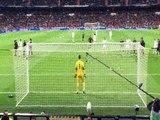 Zap Foot du 29 mars_ l'impressionnant slalom de Benzema, la drôle de danse de Ronaldo, seulement averti après un tacle assassin etc.