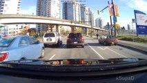 Un idiot veut griller tout le monde et se fait chopper par les flics au canada - Road Rage Instant Karma in Vancouver