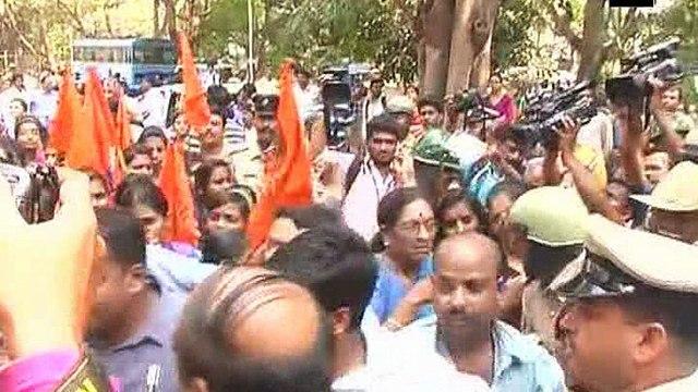Bengaluru: Students, parents throw stones on PUC building following exam paper leak