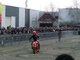 Duke acrobatie - Salon de la moto de Macon 1.03.09