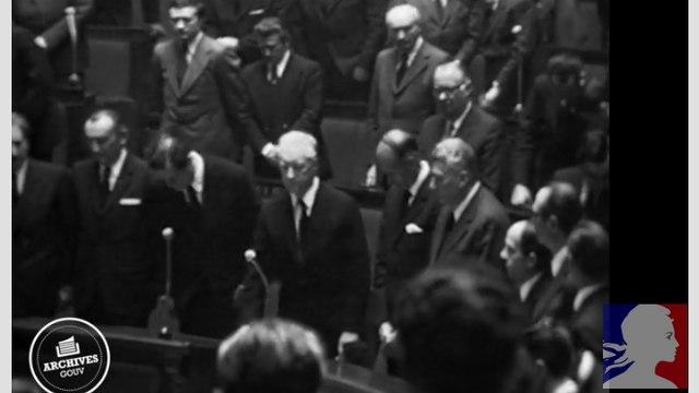 Le Premier ministre Pierre Messmer rend hommage à Georges Pompidou, disparu le 2 avril 1974