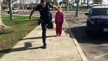 Le geste de ce policier envers une enfant SDF fait le tour du web