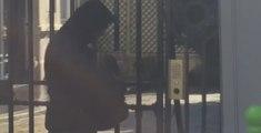 Sophie Marceau traque les paparazzis qui stagnent en bas de chez elle (vidéo)