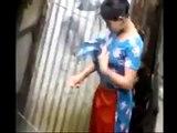 کپڑے تبد یل کرتے ہوئے لڑکی کی ویڈ یو بنا کر انٹرنیٹ پر پھیلا دی