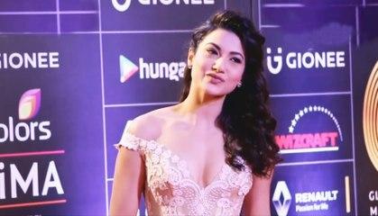 Gauhar Khan Hot In Deep V Neck Dress | GIMA Awards | Red Carpet 2016 | Bollywood Celebrities