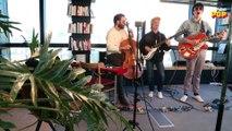 Papooz reprend « Simply Are » d'Arto Lindsay, dans la session sur le toit